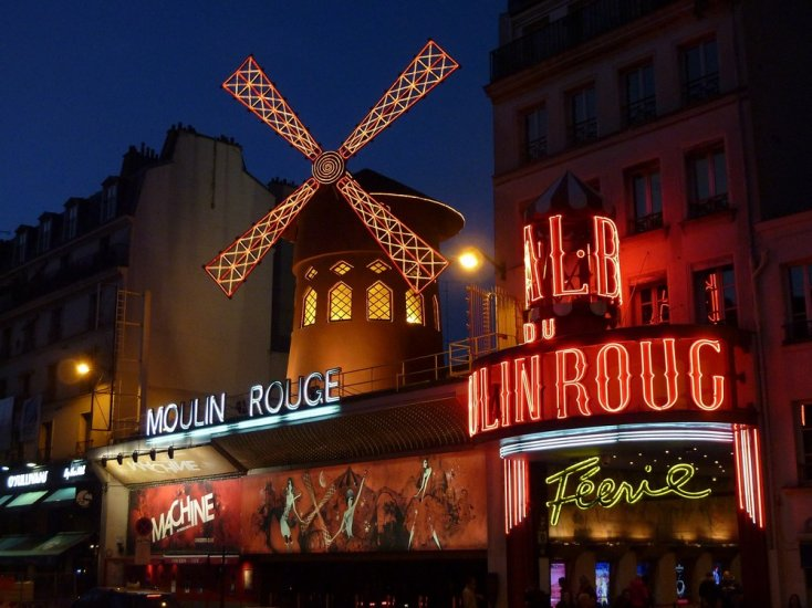 barrio Moulin rouge