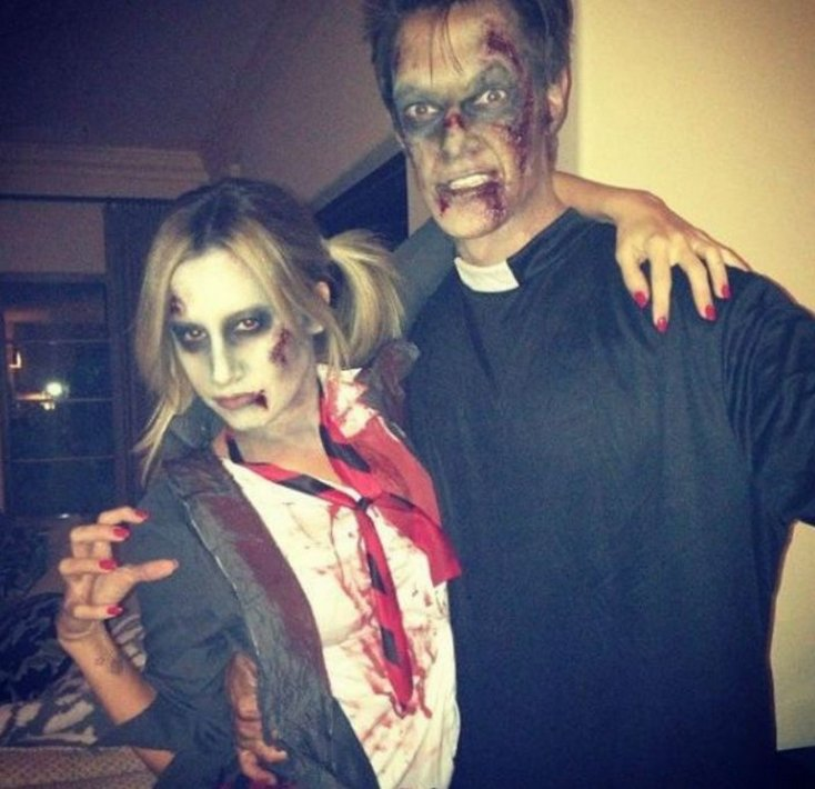 1. Ashley Tisdale y Christopher French decidieron disfrazarse de una pareja de zombies. 1